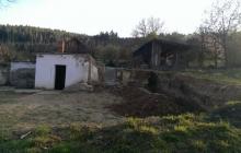 stavba areálu u rybníka
